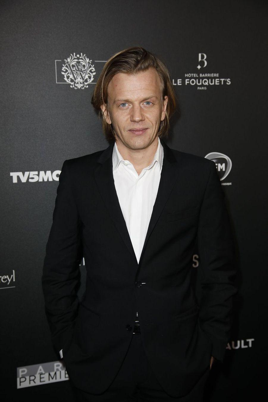 Alex Lutzsur le tapis rouge de la 14e édition des Globes de Cristal à Paris le 4 février 2019