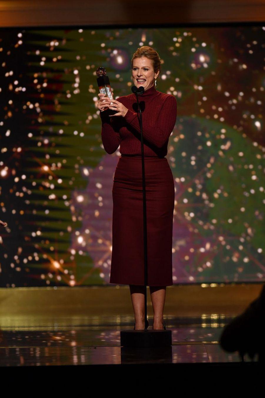 """Karin Viard (meilleure actrice dans """"Les Chatouilles"""")à la 14ème cérémonie des Globes de Cristal, à la salle Wagram à Paris, le 4 février 2019"""