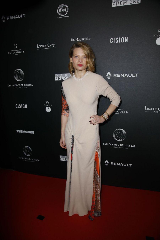 Mélanie Thierrysur le tapis rouge de la 14e édition des Globes de Cristal à Paris le 4 février 2019
