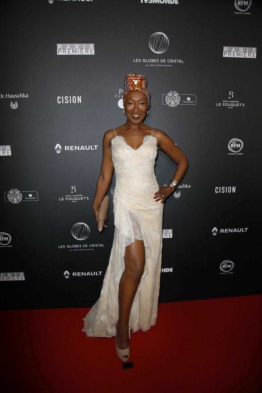 Nadège Beausson-Diagne (en robe Christophe Guillarmé)sur le tapis rouge de la 14e édition des Globes de Cristal à Paris le 4 février 2019