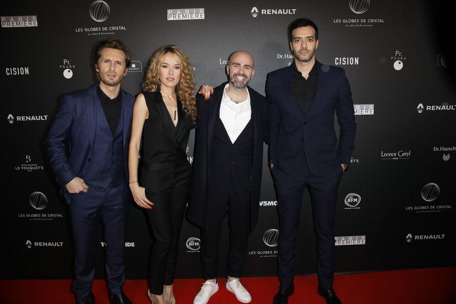 Philippe Lacheau, Elodie Fontan, Julien Arruti et Tarek Boudali sur le tapis rouge de la 14e édition des Globes de Cristal à Paris le 4 février 2019