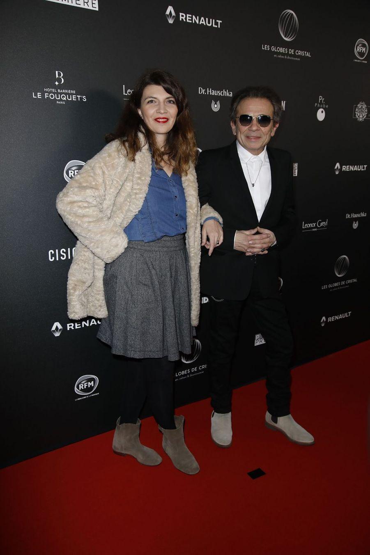 Philippe Manoeuvre et sa femme Candice sur le tapis rouge de la 14e édition des Globes de Cristal à Paris le 4 février 2019