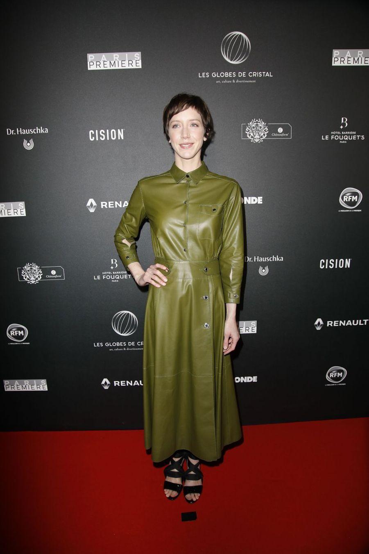 Sara Giraudeausur le tapis rouge de la 14e édition des Globes de Cristal à Paris le 4 février 2019