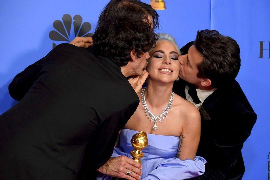 Lady Gaga, avec Mark Ronson, Anthony Rossomando et Andrew Wyatt, aux Golden Globes 2019