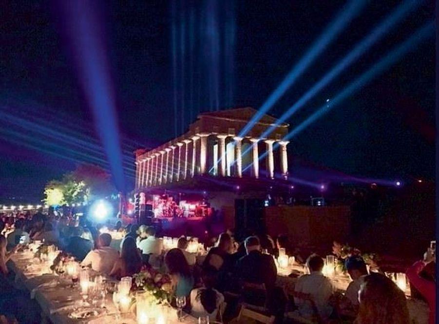 Concert et dîner gastronomique au pied du temple d'Héra, épouse de Zeus, dans le parc archéologique de Sélinonte, inscrit au patrimoine mondial de l'Unesco, privatisé pour l'occasion.