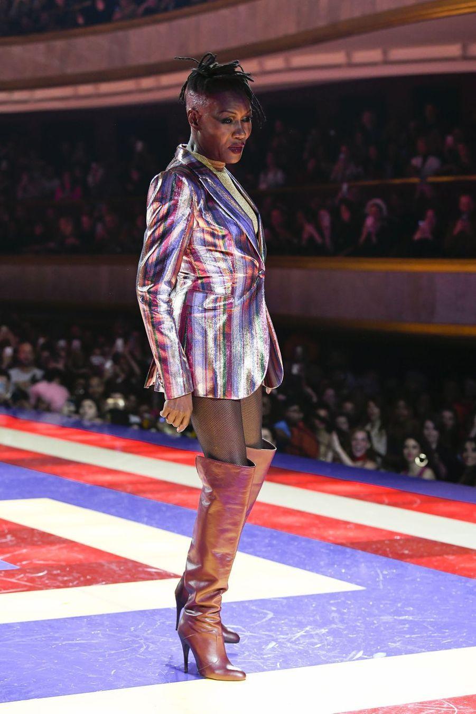 Grace Jones lors du défilé Tommy Hilfiger à Paris, le 2 mars 2019