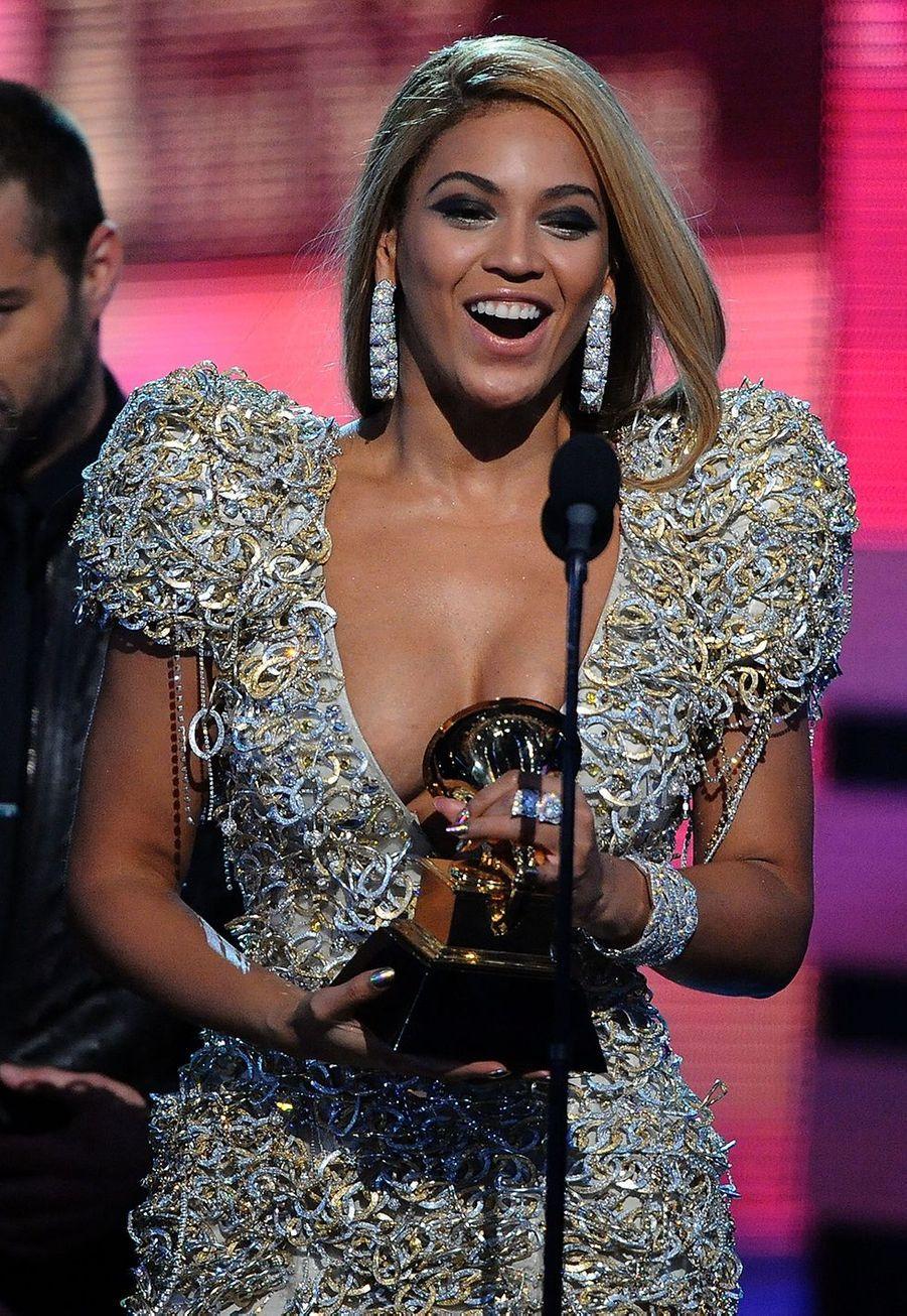 """Le 31 janvier 2010, Beyoncé avait remporté six nouveaux trophées aux Grammy Awards, dont le prixde la meilleure prestation vocale R&B féminine pour son tube """"Single Ladies""""."""