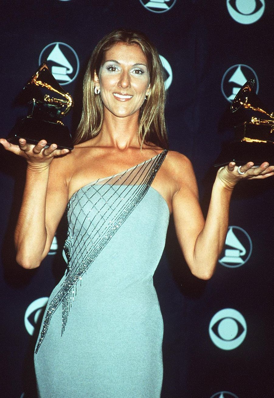 """Celine Dion aux Grammy Awards le 24 février 1999. Elle avait remporté le trophéede la chanson de l'année pour """"My Heart Will Go On""""."""