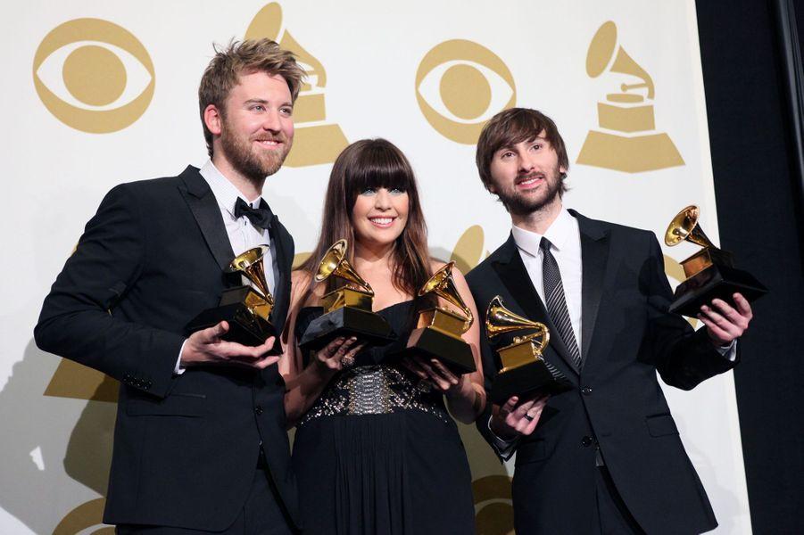 """Le 13 février 2011, le groupe Lady Antebellum raflait cinq prix aux Grammy Awards dont celui de l'album de l'année pour """"Need You Now""""."""