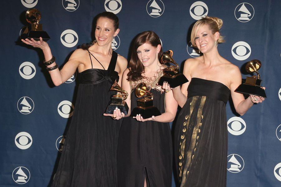 """Surtout connue aux Etats-Unis, les Dixie Chicks (groupe de pop country) avaient remporté cinq prix, dont celui de l'album de l'année pour """"Taking the Long Way""""."""