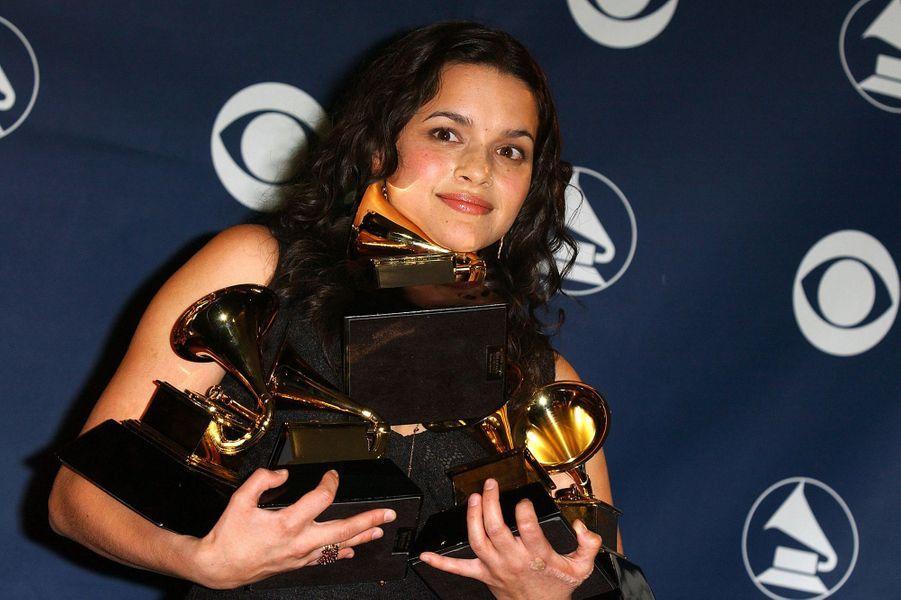 """Norah Jones aux Grammy Awards le 23 février 2003. Elle avait remporté six trophées pour son tube """"Don't Know Why""""."""