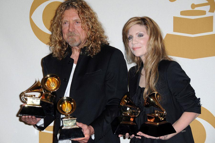 """Robert Plant & Alison Krauss aux Grammy Awards le 8 février 2009. Les artistes avaient remporté cinq prix dont celui de l'album de l'année pour leur """"Raising Sand""""."""