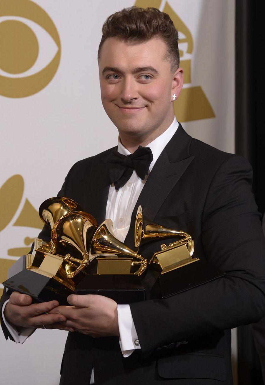 """En février 2015, le débutant Sam Smith remportait quatre prix dont la chanson de l'année pour """"Stay With Me""""."""
