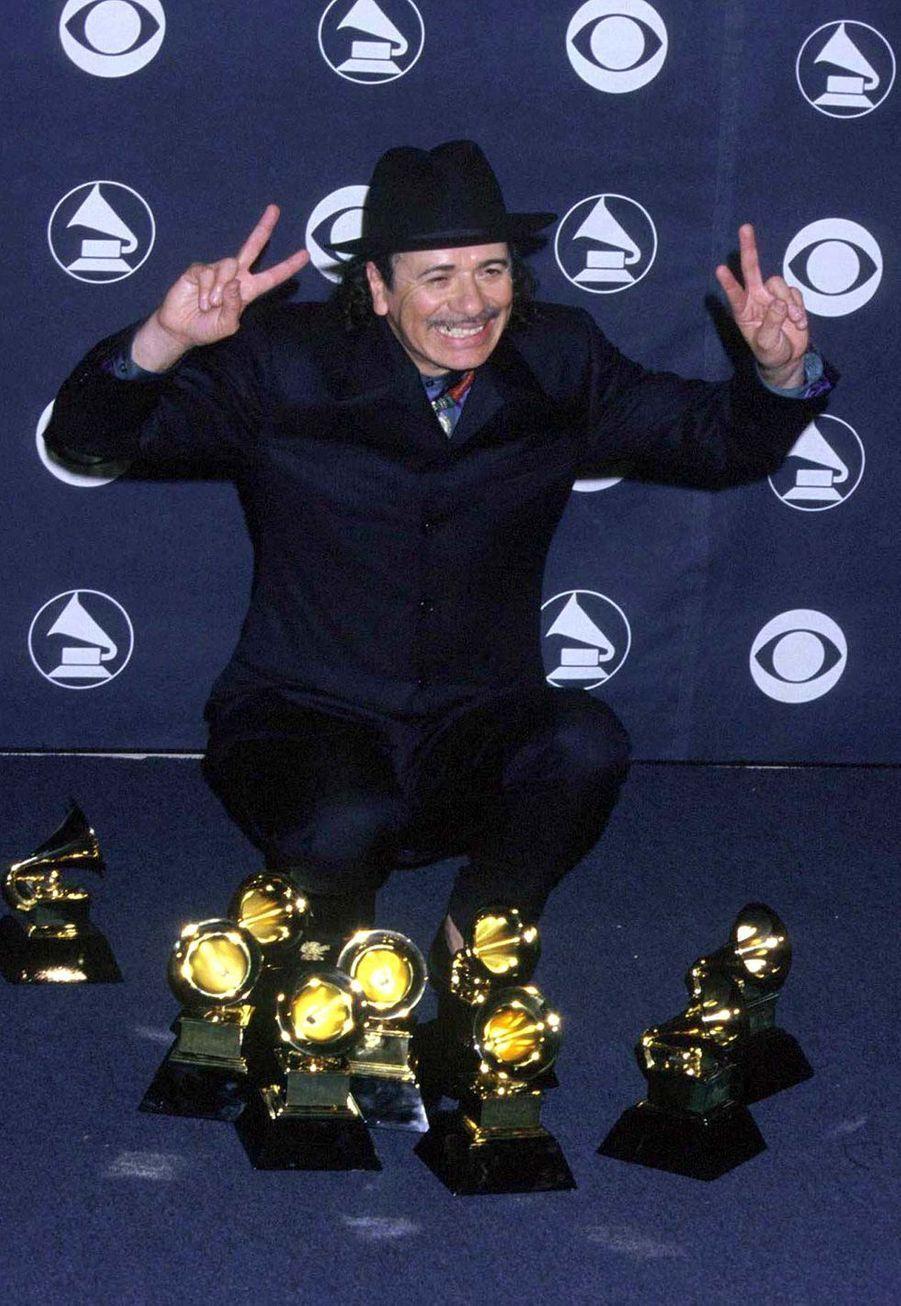 """Santana aux Grammy Awards le 23 février 2000. L'artiste avait remporté huit trophées pour son album """"Smooth""""."""