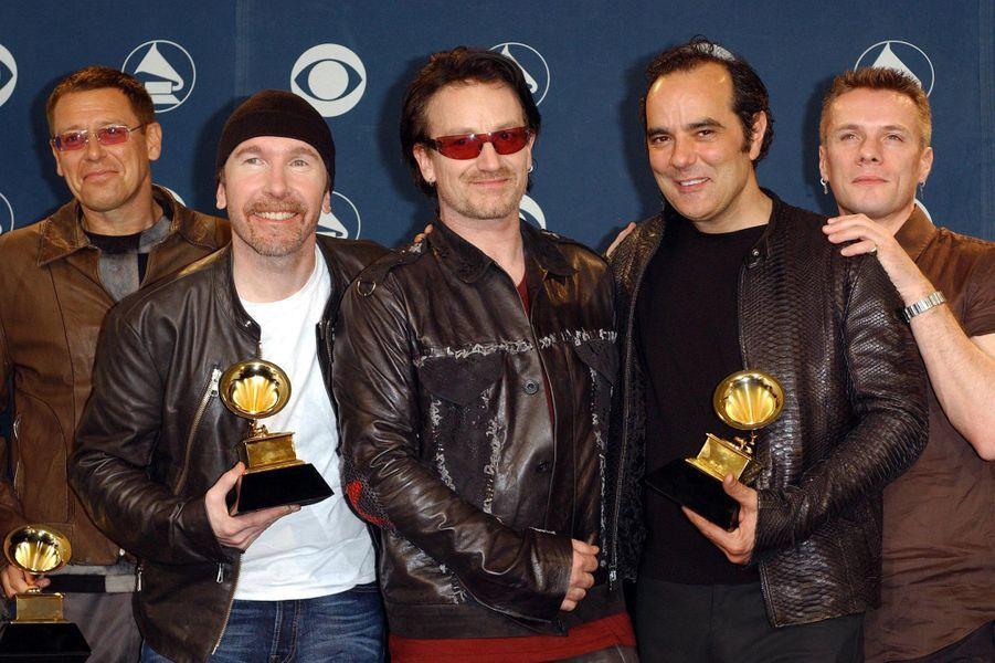 """U2 aux Grammy Awards le 21 février 2001. Le groupe avait remporté trois prix pour sa chanson """"Beautiful Day""""."""