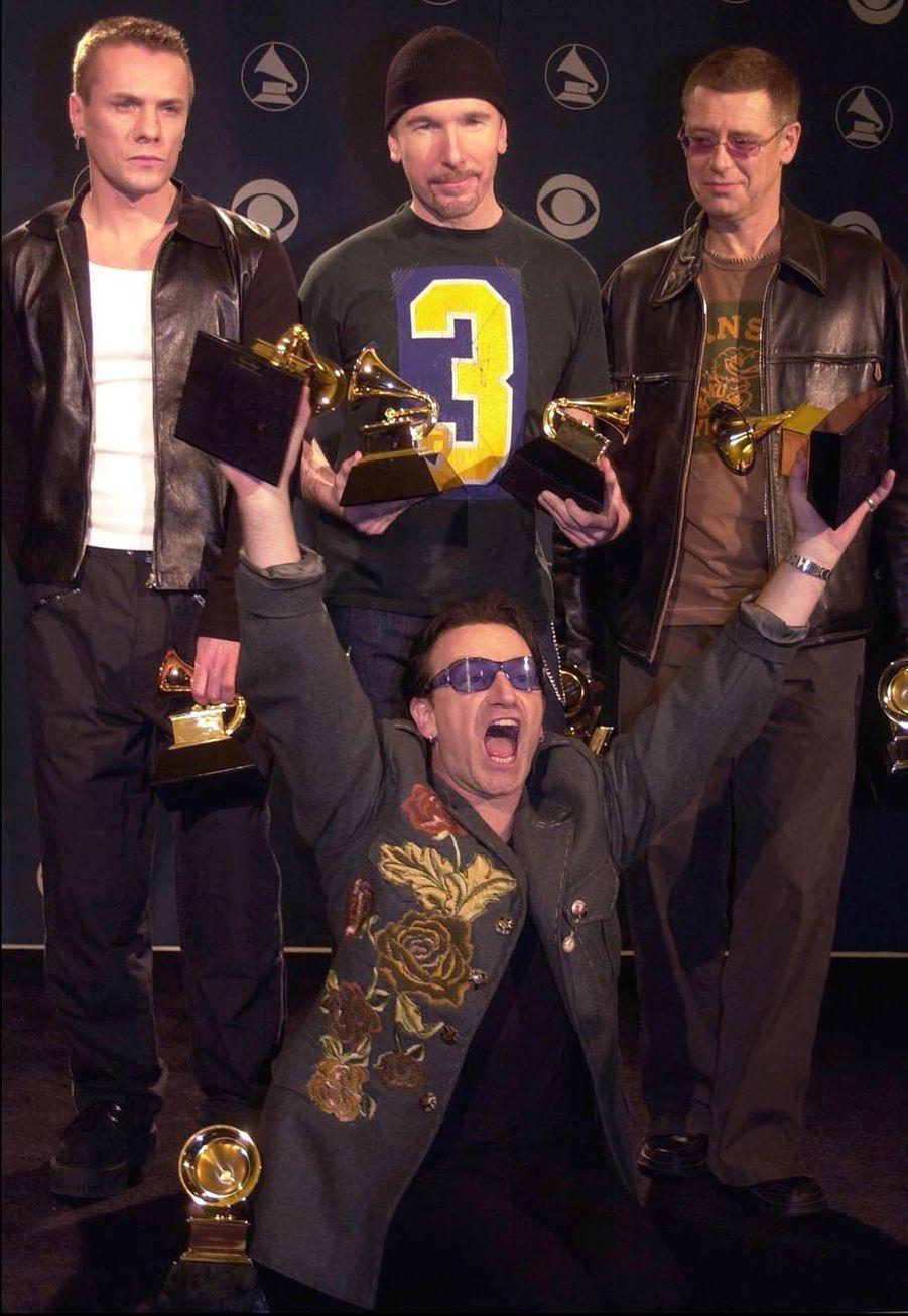 L'année suivante (2002), U2 s'imposait de nouveau dans la liste des grands gagnants. Cette fois, le groupe remportait quatre prix.