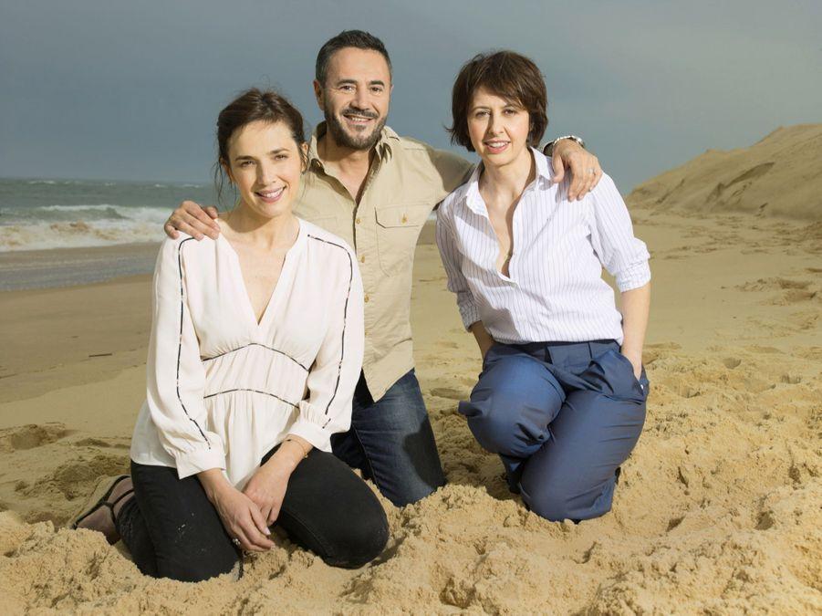 Nouveaux venus dans l'aventure, Clémentine Baert (à gauche) et José Garcia ont pris place auprès de Valérie Bonneton.