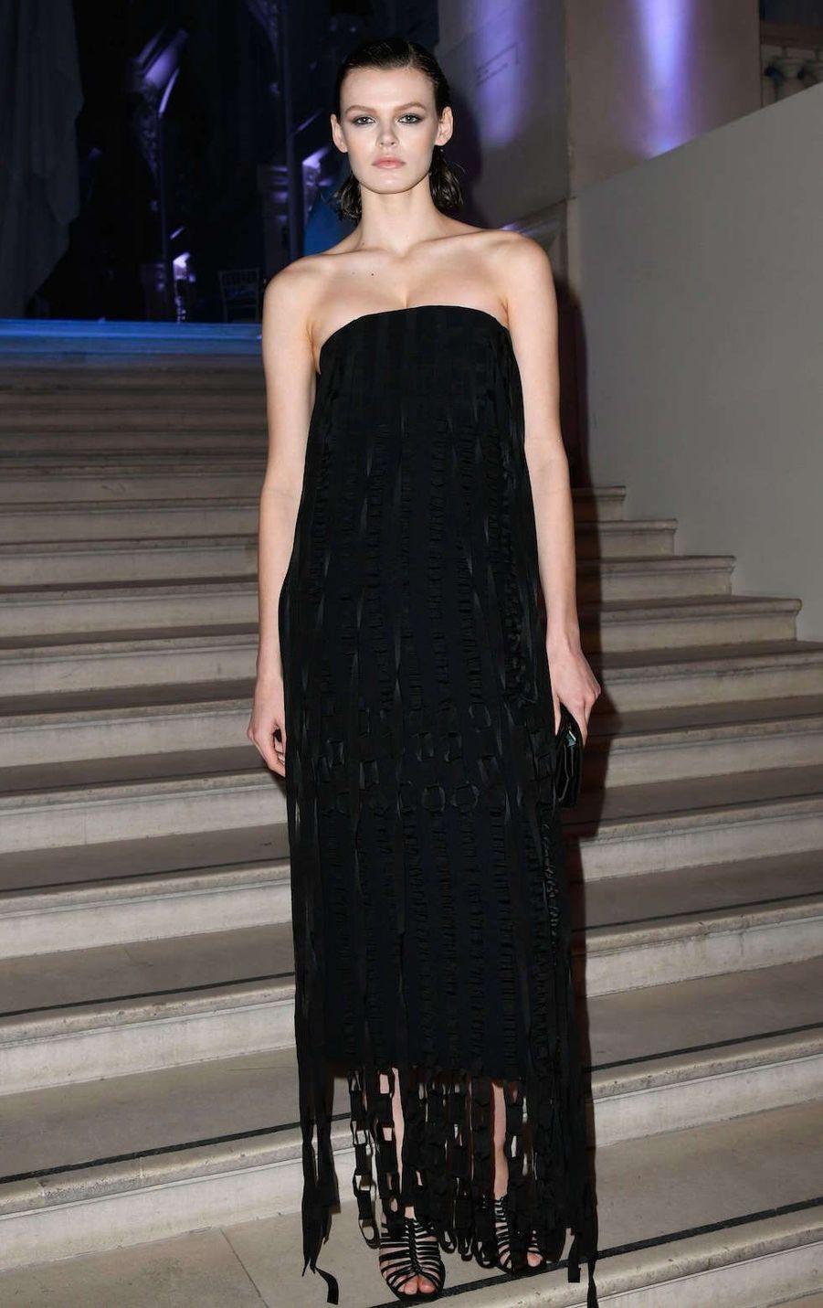 Cara Taylorau vernissage de l'exposition Harper's Bazaar au Musée des Arts décoratifs, à Paris, le 26 février 2020.