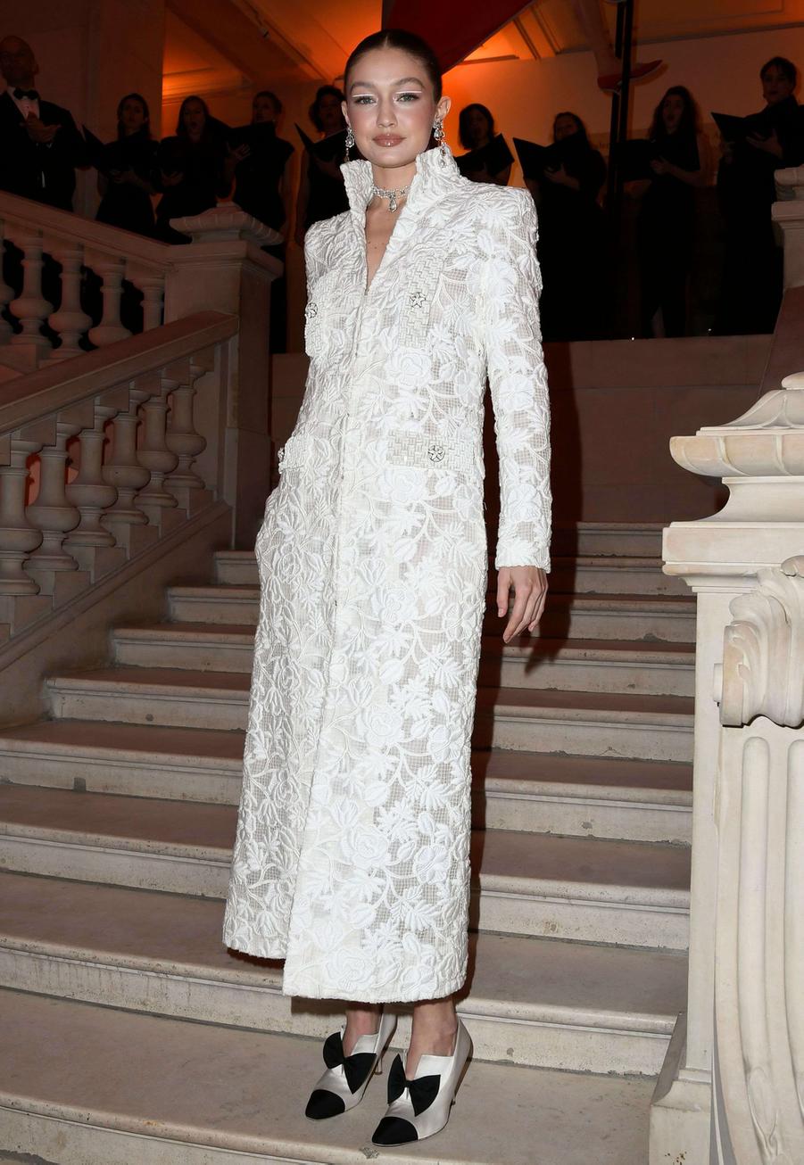 Gigi Hadid au vernissage de l'exposition Harper's Bazaar au Musée des Arts décoratifs, à Paris, le 26 février 2020.