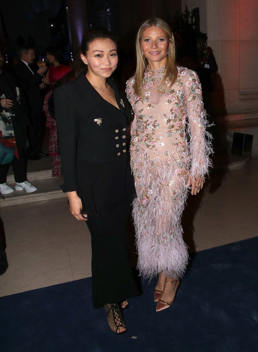 Gwyneth Paltrow et Veronica Chouau vernissage de l'exposition Harper's Bazaar au Musée des Arts décoratifs, à Paris, le 26 février 2020.