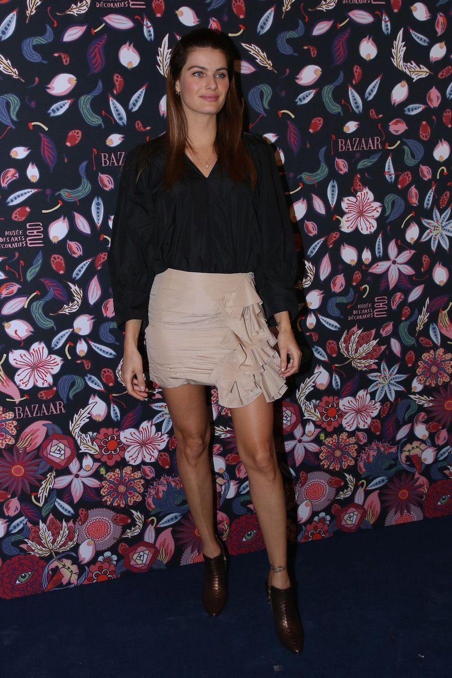 Le mannequin brésilien Isabeli Fontana au vernissage de l'exposition Harper's Bazaar au Musée des Arts décoratifs, à Paris, le 26 février 2020.