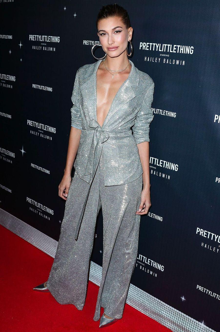 Hailey Baldwin à la soirée de lancement de sa collaboration avec PrettyLittleThing, mardi 6 novembre, à Los Angeles