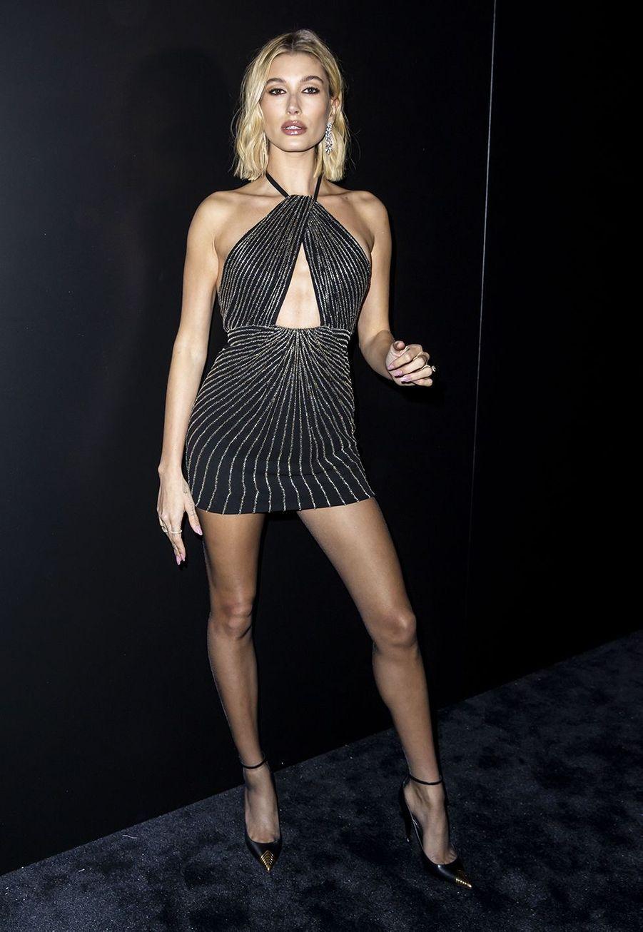 Hailey Bieber (bijoux Messika) au défilé Saint Laurent à Paris le 25 février 2020
