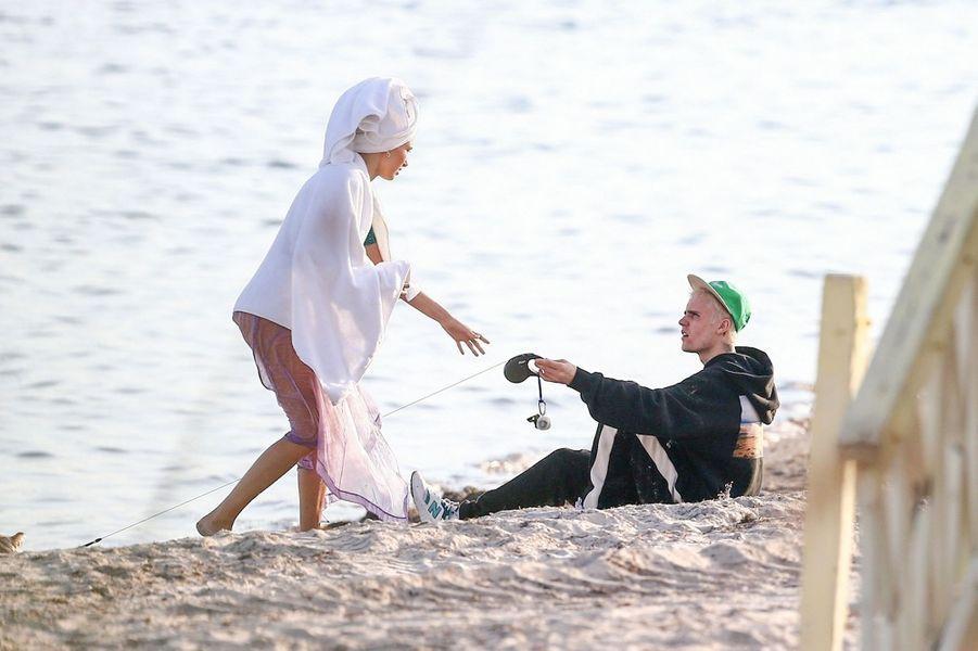 Hailey et Justin Bieber lors d'une séance photo à Miami le 27 novembre 2019