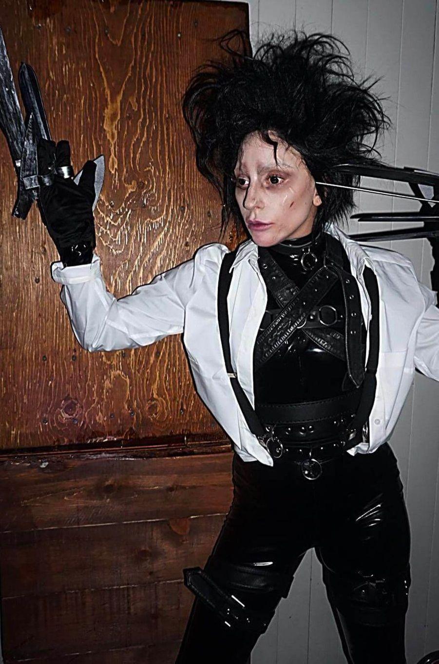 Lady Gaga en Edward aux mains d'argentpour Halloween 2017