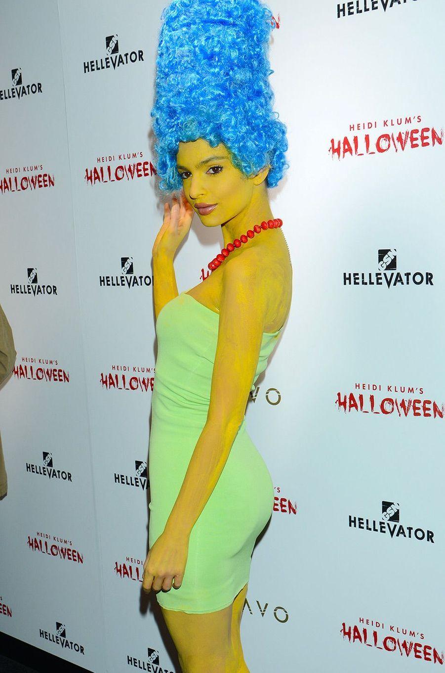 Emily Ratajkowski en Marge Simpsonpour Halloween 2015