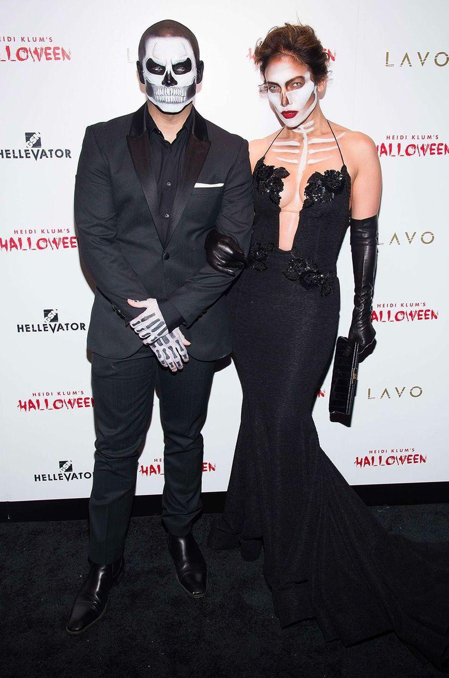 Jennifer Lopez et Casper Smart en squelettes pour Halloween 2015