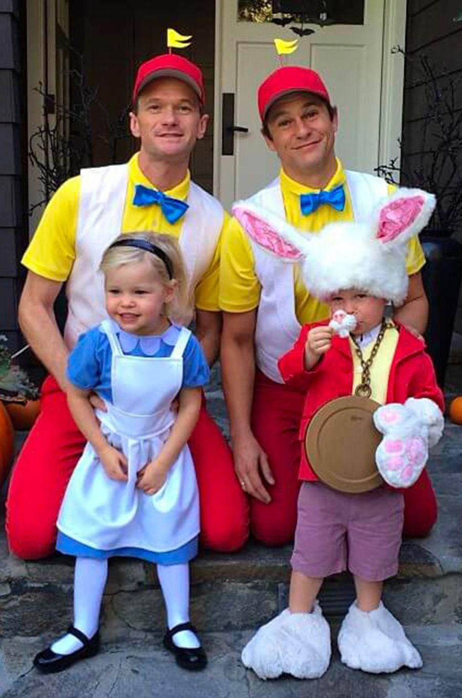 Neil Patrick Harris, David Burtka et leurs enfants revisitent Alice aux Pays des Merveilles pour Halloween