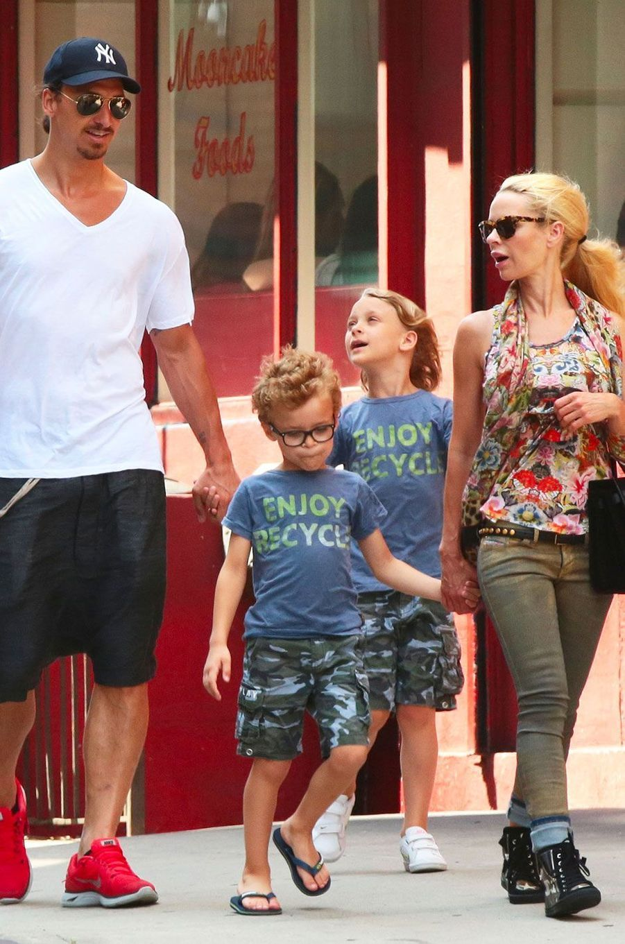Zlatan Ibrahimovic et Helena Segeravec leurs deux garçons le 25 juin 2014