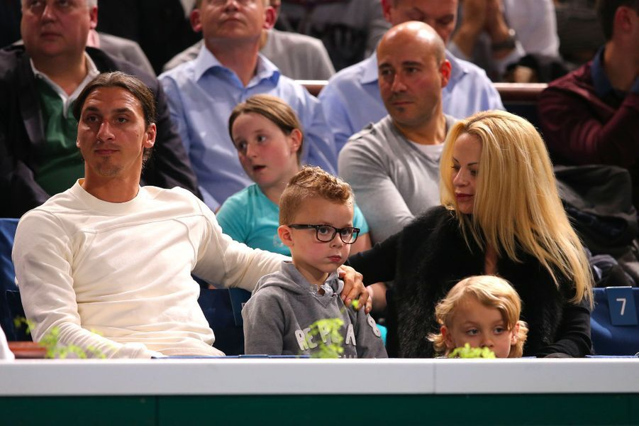 Zlatan Ibrahimovic et Helena Segeravec leurs deux garçons le 3 novembre 2013