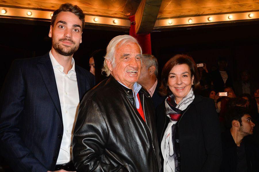 Dans le public : le fils d'Yves Montand, Valentin, la femme du chanteur, Carole Amiel, et son ami Jean-Paul Belmondo
