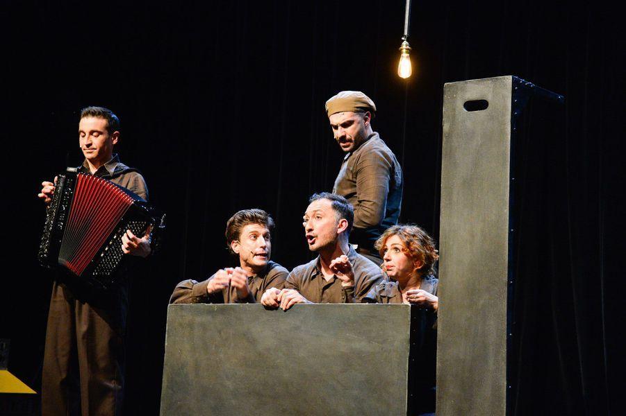 De gauche à droite : Olivier Selac, accordéoniste, Benjamin Falletto, Cristos Mitropoulos, Ali Boughera et Camille Favre-Bulle