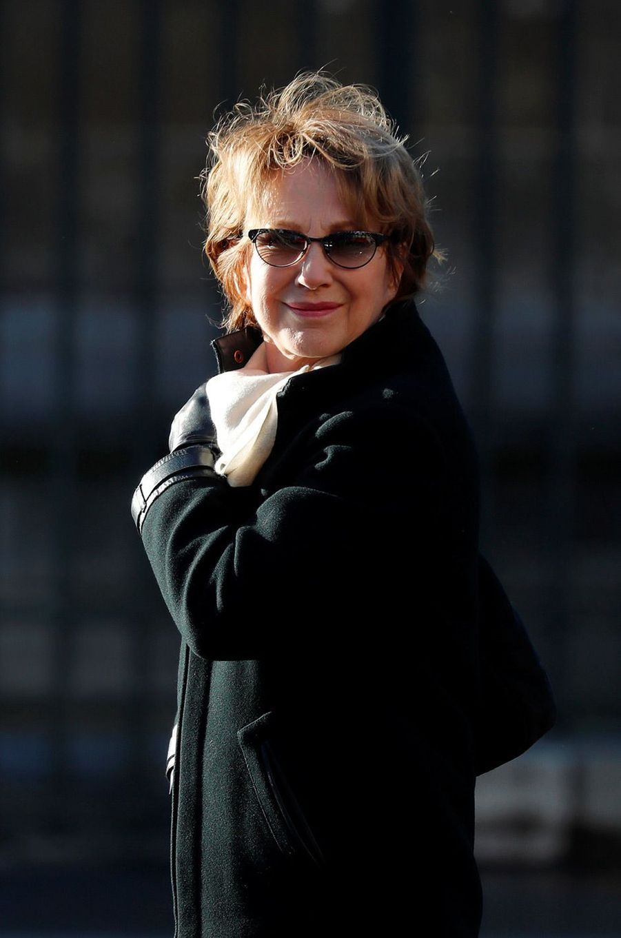 Nathalie Baye arrive à la Madeleine pour l'hommage à Johnny Hallyday