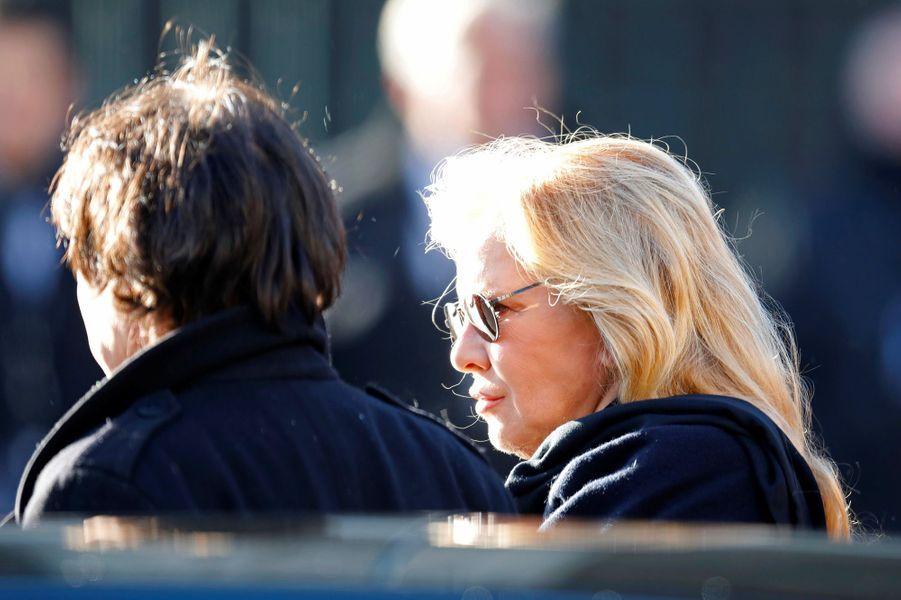 Sylvie Vartan arrive à la Madeleine pour l'hommage à Johnny Hallyday