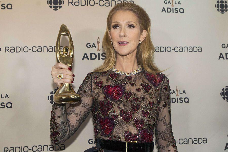 Céline porte le prix posthume de René Angélil.