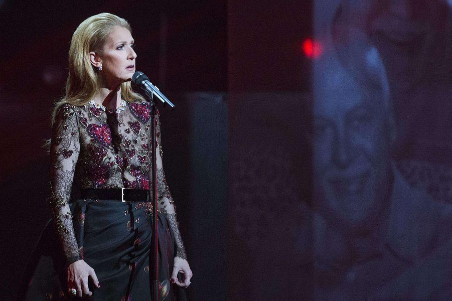 Céline Dion sur la scène de l'ADISQ à Montréal, le 30 octobre 2016.
