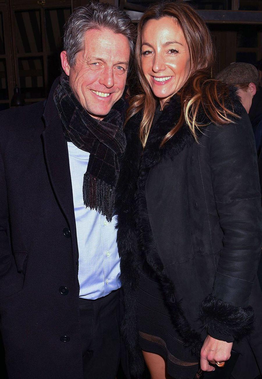 """Hugh Grant et sa femme Anna Eberstein lors de la première du film """"The Gentleman"""" à Londres le 3 décembre 2019."""