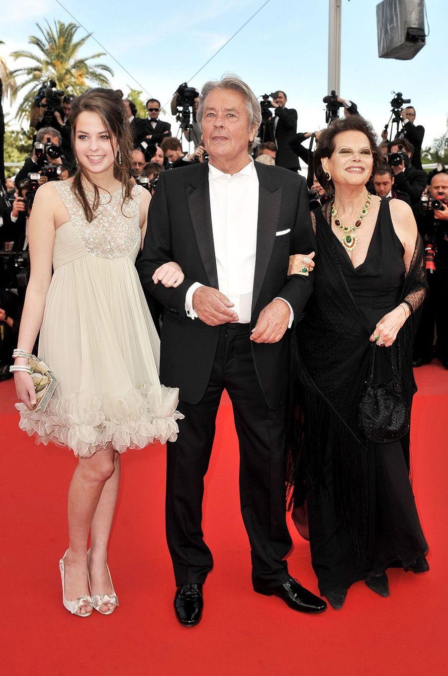 Claudia Cardinale avec la famille Delon au festival de Cannes 2010.