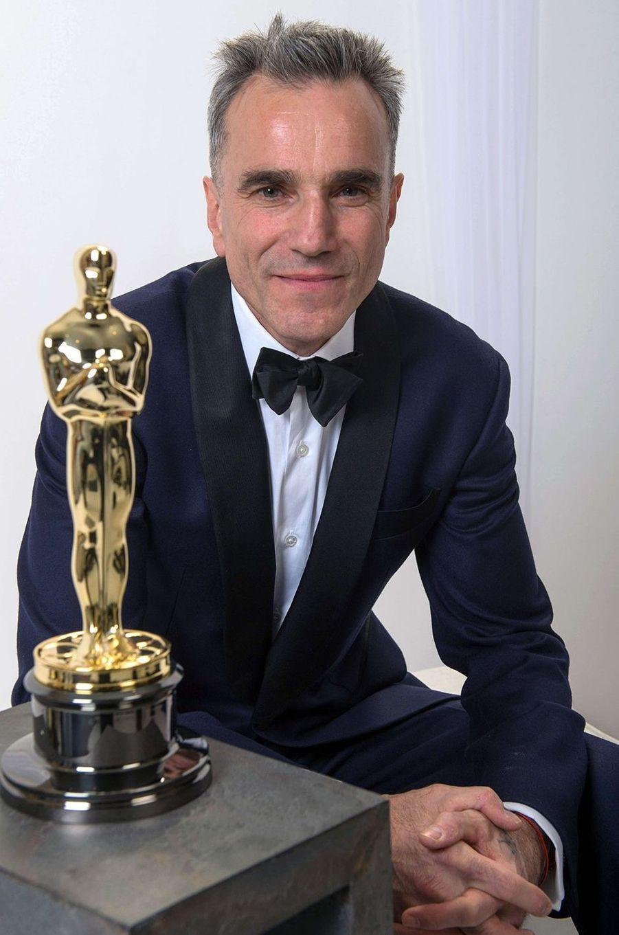 """Daniel Day-Lewis avec son troisième Oscar du Meilleur acteur pour sa prestation dans """"Lincoln""""."""