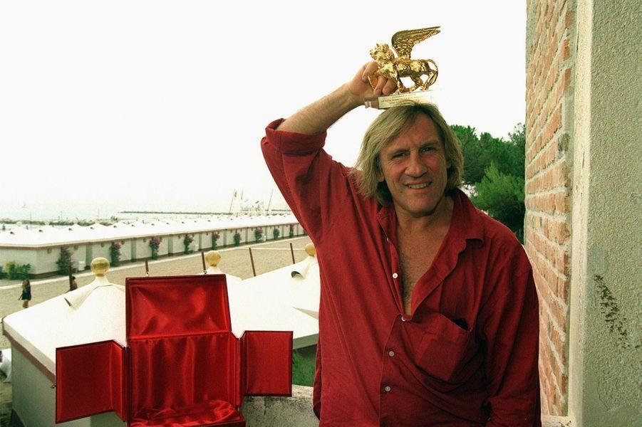 Gérard Depardieu reçoit le Lion d'Or à la Mostra de Venise en 1997 pour l'ensemble de sa carrière.