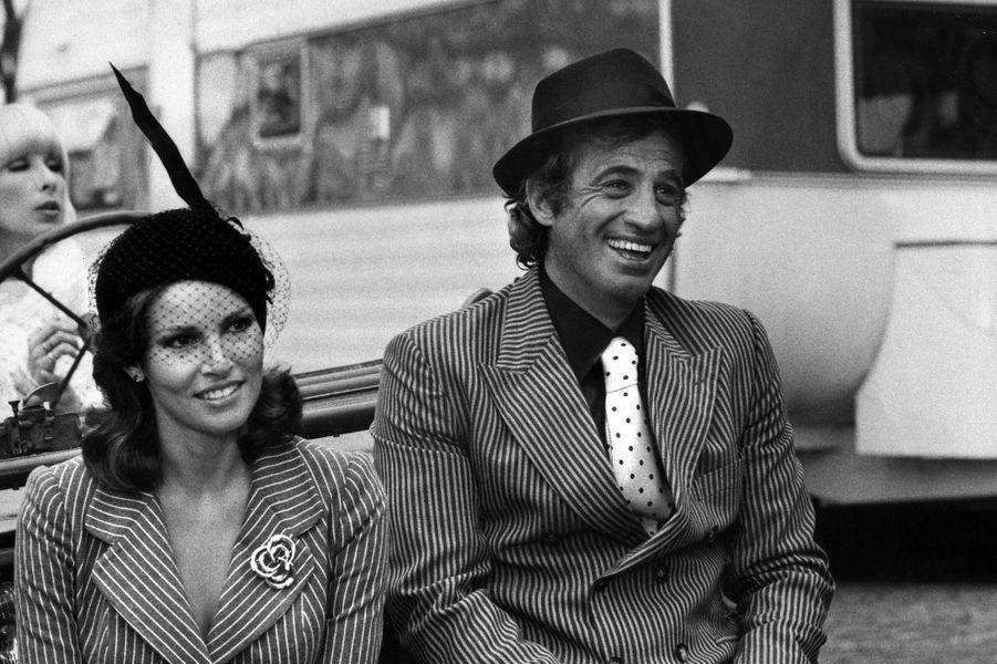 """Jean-Paul Belmondo dans """"L'Animal"""" avec Raquel Welch en 1977"""