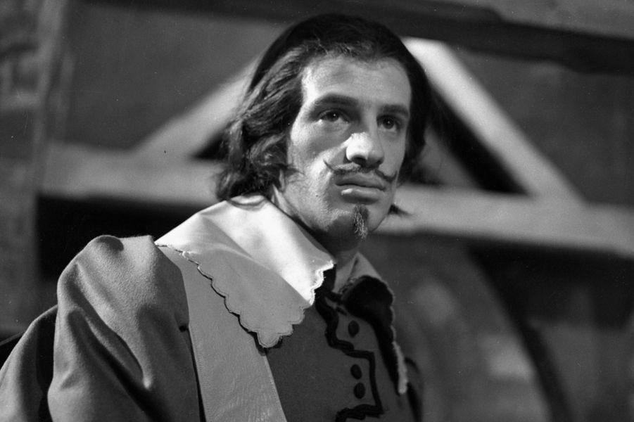 """Jean-Paul Belmondo dans """"Les trois mousquetaires"""" en 1958"""