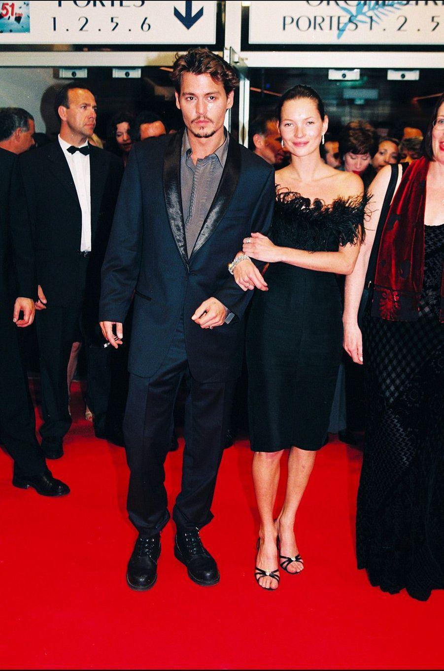 Festival de Cannes 1998: Les retrouvailles de Johnny Depp et Kate MossCouple glamour des années 90, ils s'étaient séparés l'année précédente. Pourtant, ils ont arpenté le tapis rouge main dans la main au Festival de Cannes 1998. Des retrouvailles de courte durée. En juin 1998, Johnny Depp rencontre Vanessa Paradis. On connaît la suite, la divine idylle.