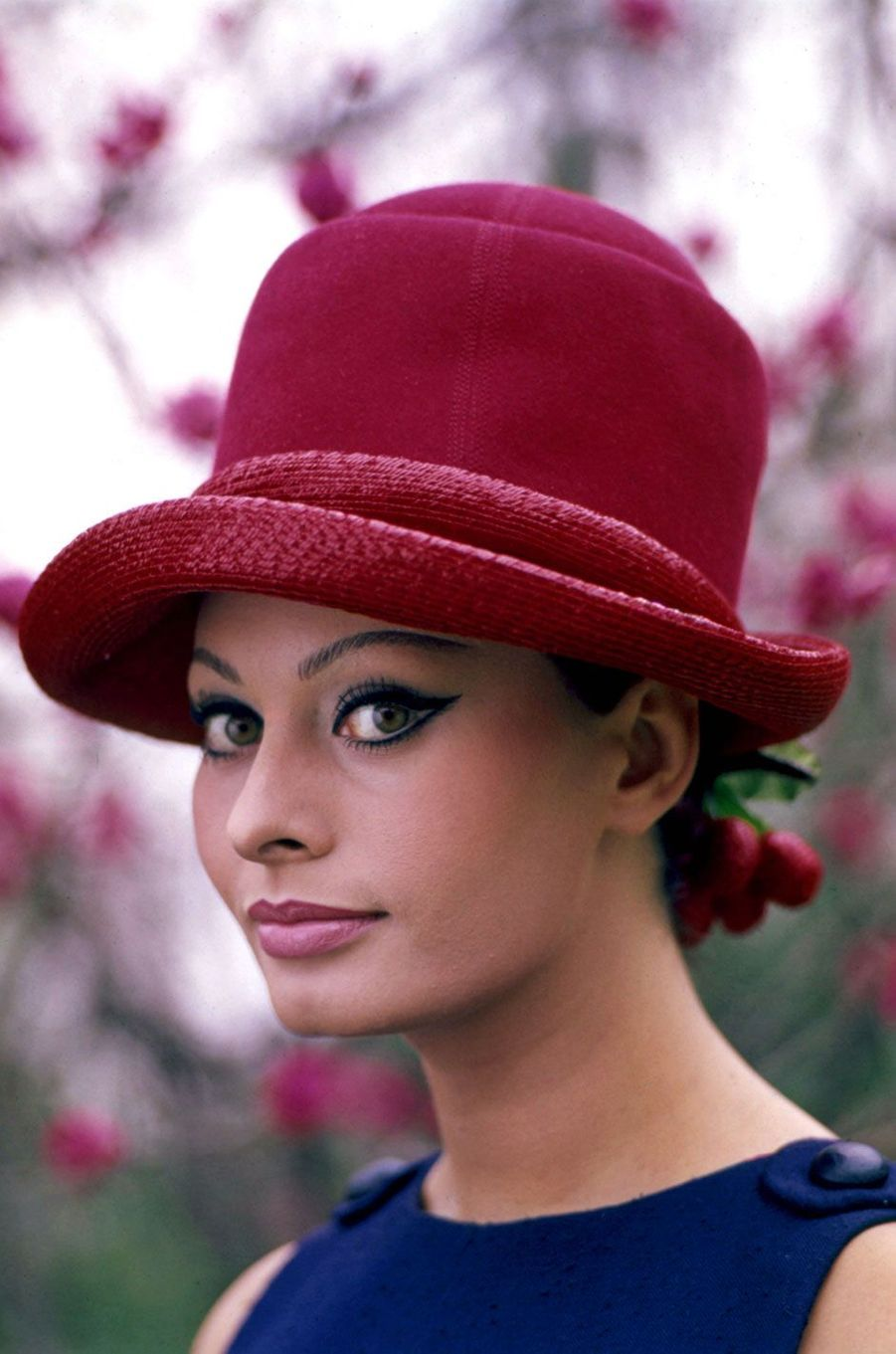 Sophia Loren avec un chapeau en 1964.