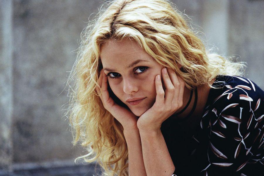 """Vanessa sur le tournage de """"Une chance sur deux"""" de Patrice Leconte en 2000."""