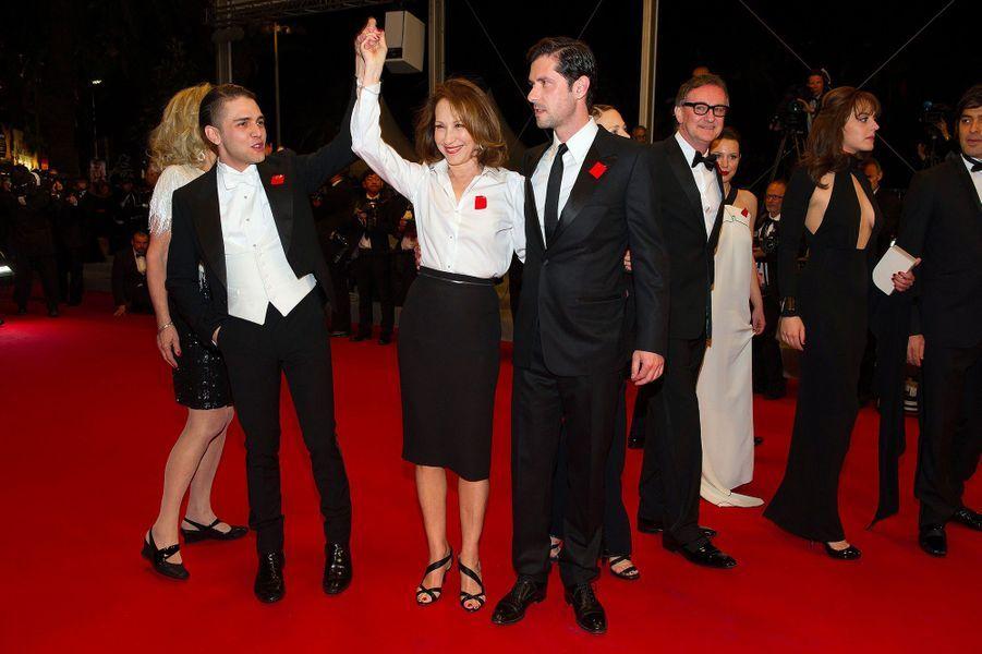 Xavier Dolan avec Nathalie Baye et Melvil Poupaud à Cannes, le 18 mai 2012